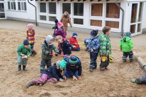 Klettergerüst U3 : Tagesablauf u2013 kindergarten löwenzahn